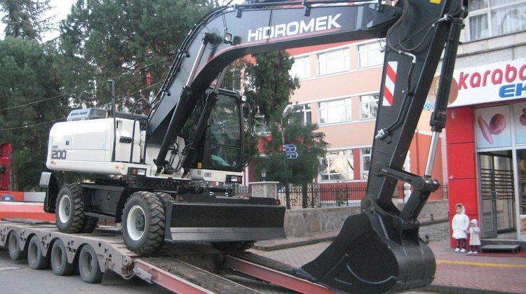 Sürmene Belediyesi İş Makinesini Yeniledi